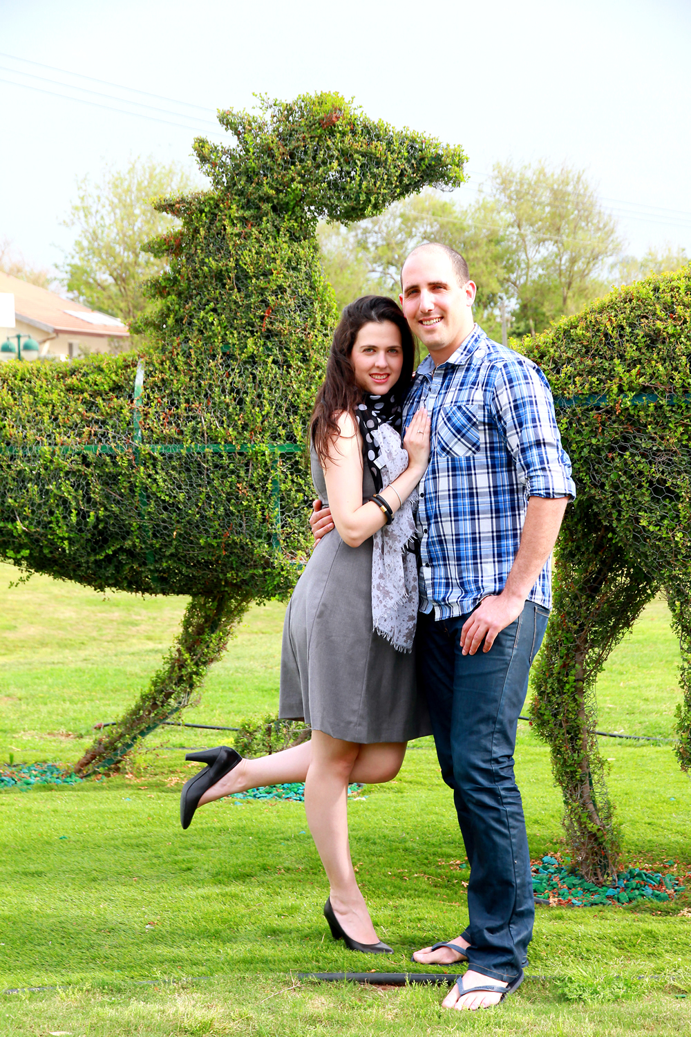 couple in front of topiary horse